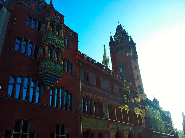 Basilea-arquitectura-gotica-medieval-donviajon-ayuntamiento-museo-municipal-basilea-suiza