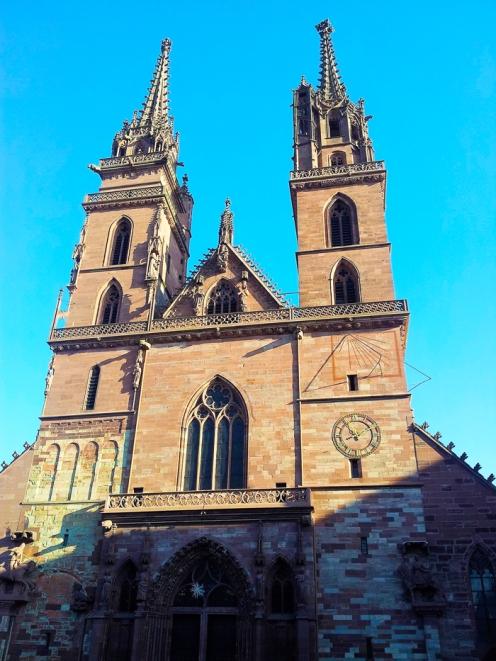 Basilea-catedral-metropolitana-donviajon-arte-religioso-estilo-gotico-turismo-region-basilea-suiza