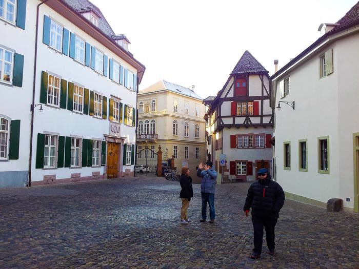 Basilea-centro-historico-bonito-donviajon-estilo-medieval-turismo-cultural-basilea-suiza