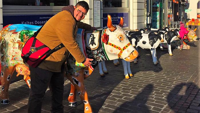 Basilea-cow-parade-donviajon-arte-callejero-vacas-decoradas-turismo-cultural-region-basilea-suiza