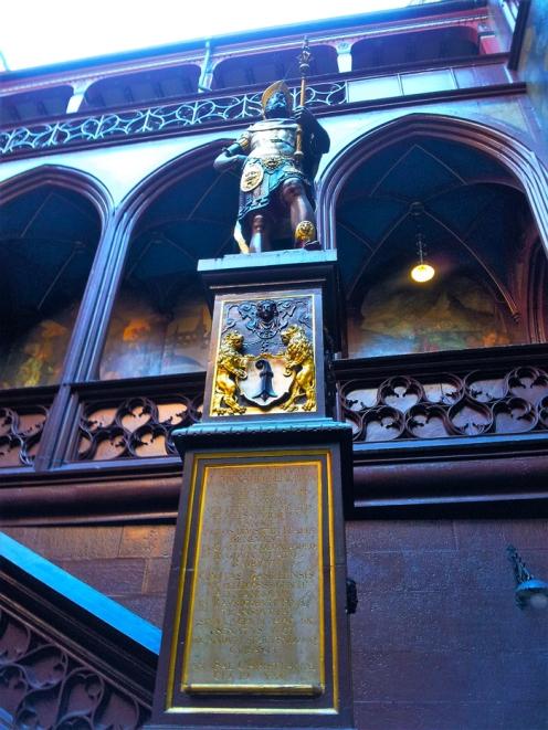 Basilea-museo-muncipal-ayuntamiento-donviajon-arte-esculturas-turismo-cultural-basilea-suiza