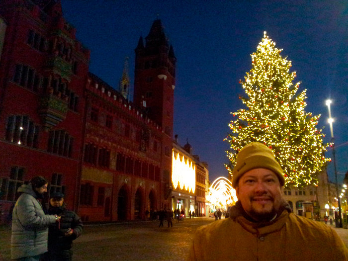 Basilea-plaza-mayor-donviajon-turismo-cultural-ciudad-de-museos-basilea-suiza