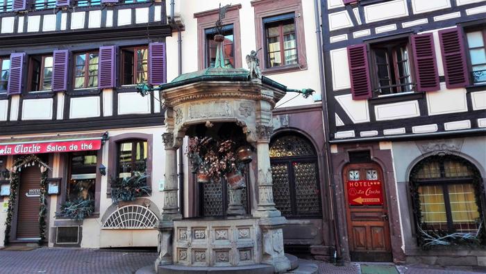 Obernai-el-pozo-de-los-seis-cantaros-donviajon-arquitectura-civil-medieval-turismo-cultural-alsacia-francia