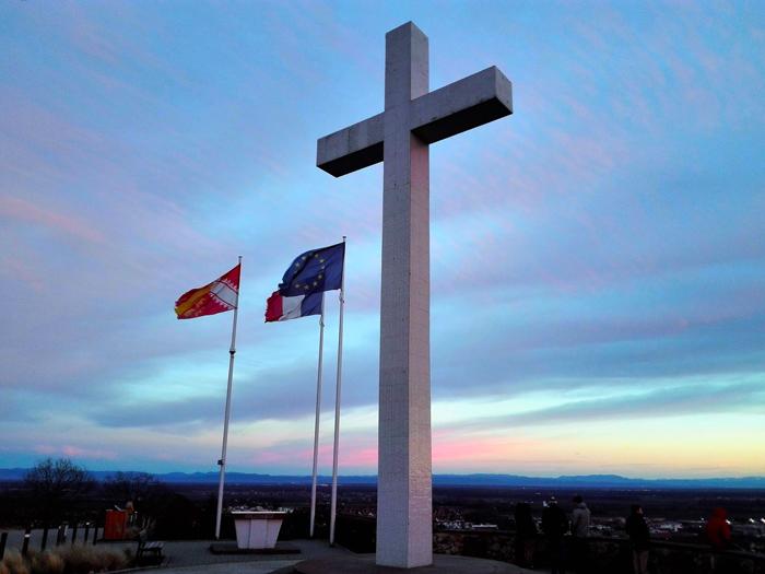 obernai-monumento-nacional-a-los-caidos-donviajon-turismo-cultura-tradicion-alsacia-francia