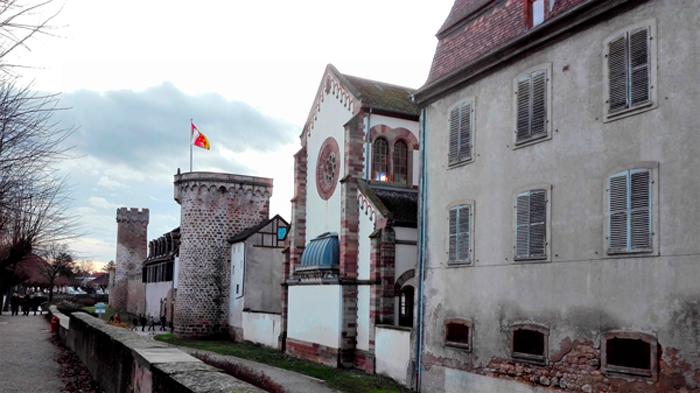 Obernai-murallas-medievales-sinagoga-donviajon-estilo-gotico-renacentista-alsacia-turismo-francia