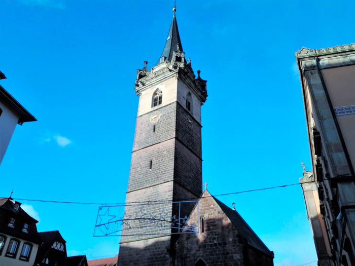 Obernai-torre-de-la-capilla-donviajon-arquitectura-medieval-arte-turismo-bajo-rin-alsacia-francia