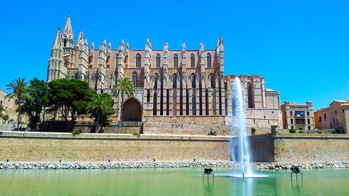 Catedral-de-Palma-donviajon-turismo-cultural-religioso-playa-mar-mallorca-espana