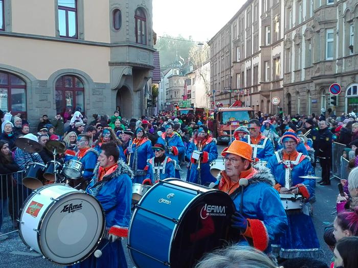 Dillweißenstein-bandas-de-musica-de-carnaval-donviajon-turismo-cultural-tradiciones-alegria-fiesta-Pforzheim-Alemania