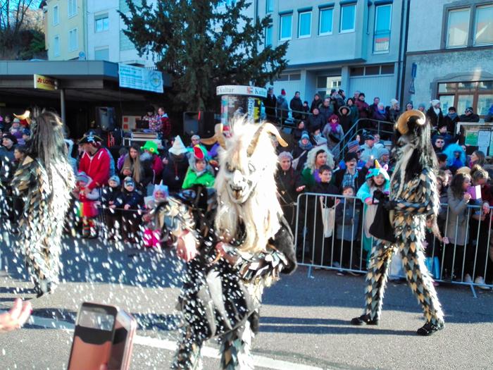Dillweißenstein-demonios-de-carnaval-donviajon-turismo-cultural-Pforzheim-baden-wurttemberg-alemania