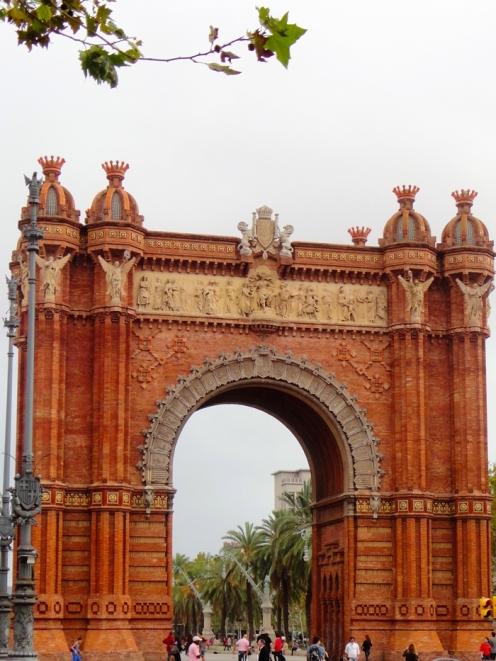 El-arco-del-triunfo-donviajon-turismo-cultural-y-gastronomico-barcelona-cataluna-espana