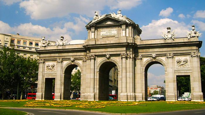 Puerta-de-alcala-donviajon-turismo-cultural-madrid-espana