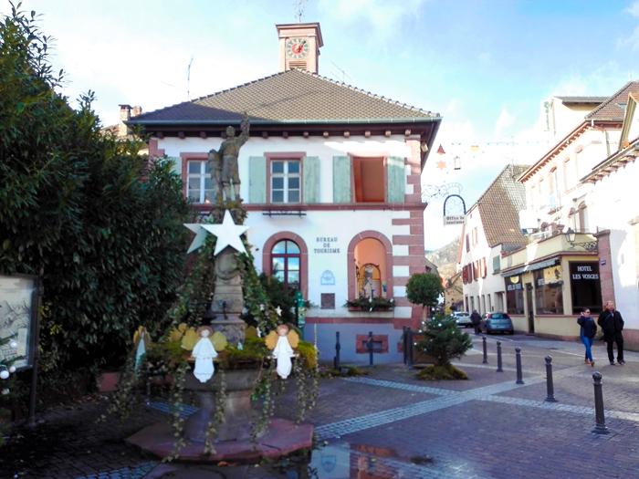 Ribeauville-oficina-de-informacion-turistica-donviajon-pueblos-bonitos-de-alsacia-francia
