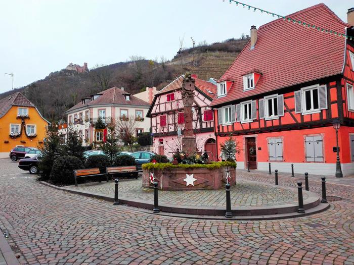 Ribeauville-plaza-de-la-republica-donviajon-ruta-del-vino-alsacia-alto-rin-francia