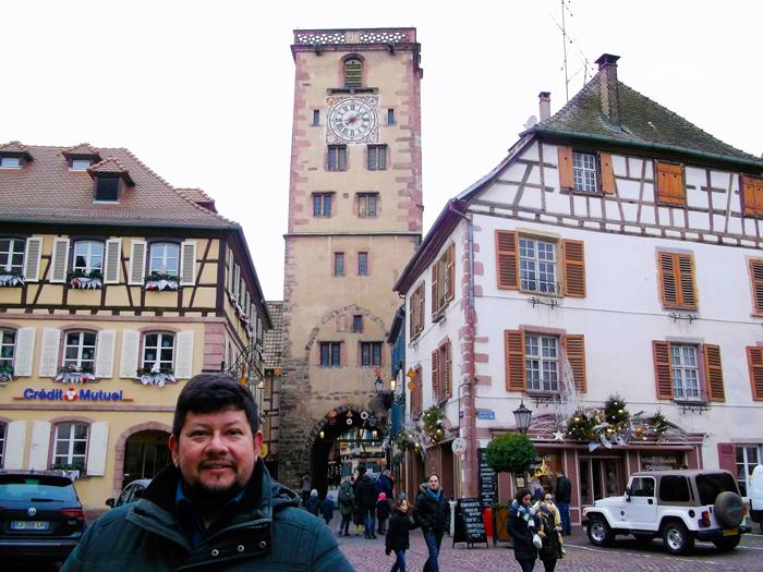 Ribeauville-plaza-del-ayuntamiento-torre-de-los-carniceros-donviajon-viajando-con-pasion-turismo-alsacia-francia