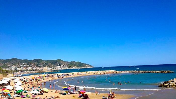 Sitges-donviajon-playas-bonitas-mar-azul-turismo-recreativo-aventura-cataluna-espana