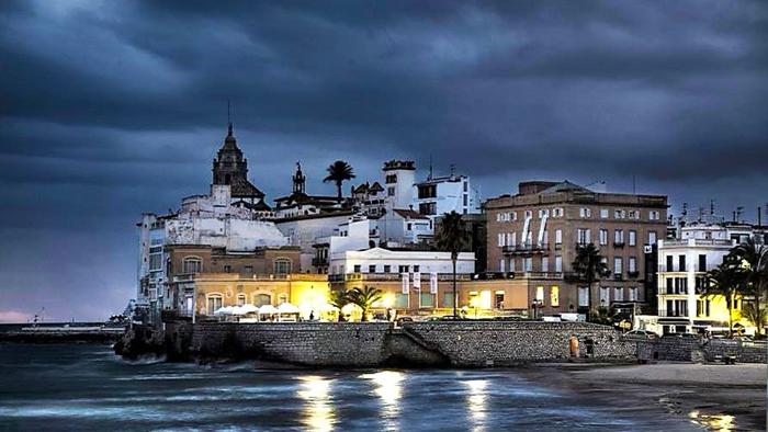 Sitges-donviajon-turismo-de-playa-gastronomia-catalana-espana
