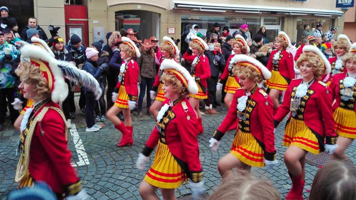 Weil-der-Stadt-donviajon-aha-ballet-comparsas-de-danzas-carnaval-fasnet-turismo-baden-wurttemberg-alemania