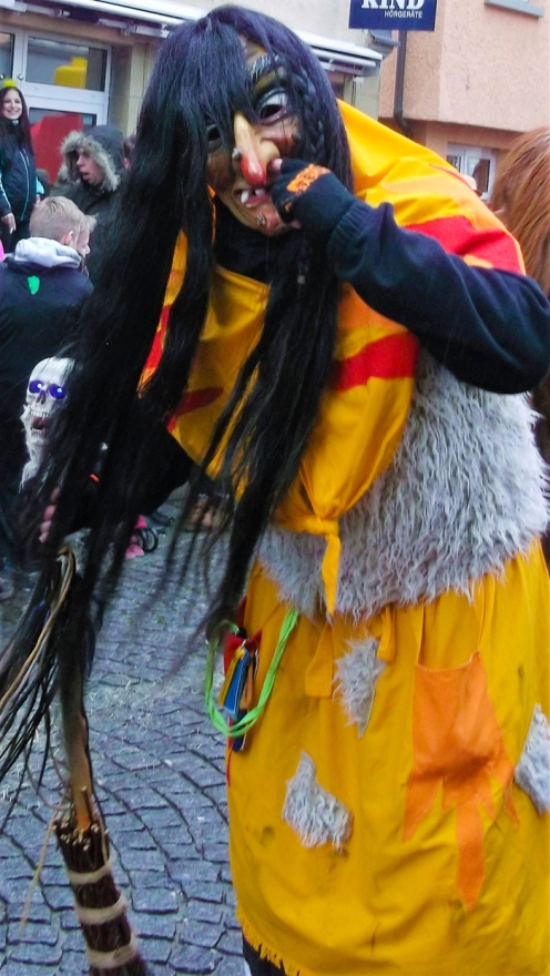 Weil-der-Stadt-donviajon-personajes-tipicos-de-carnaval-brujas-hexen-baden-wurttemberg-turismo-alemania