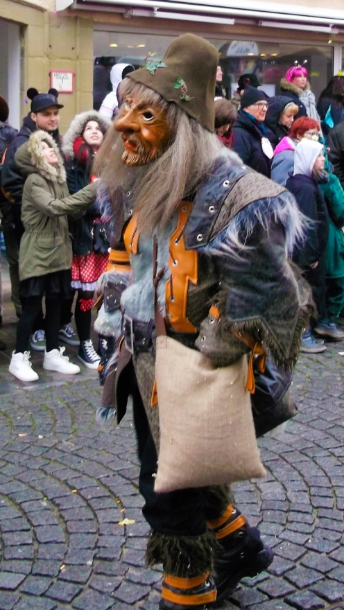 Weil-der-Stadt-donviajon-personajes-tipicos-de-carnaval-locos-tontos-narren-turismo-alemania