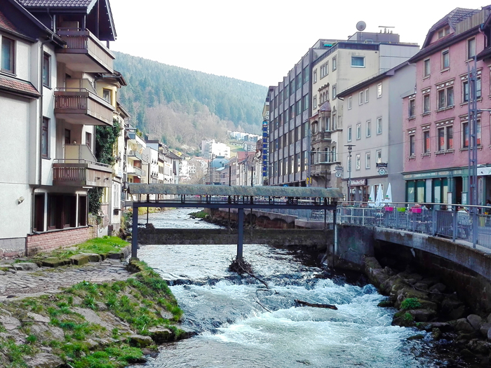 BadWildbad-donviajon-valle-del-rio-Enz-turismo-saludable-naturaleza-Selva-Negra-Alemania