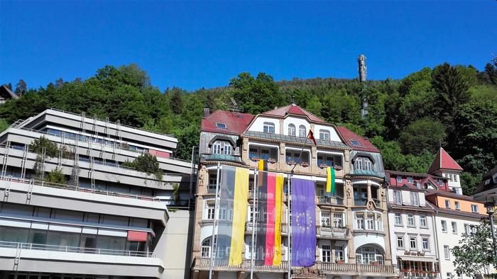 BadWildbad-Kurpark-donviajon-turismo-sanacion-naturaleza-en-verano-Selva-Negra-Baden-Wurttemberg-Alemania