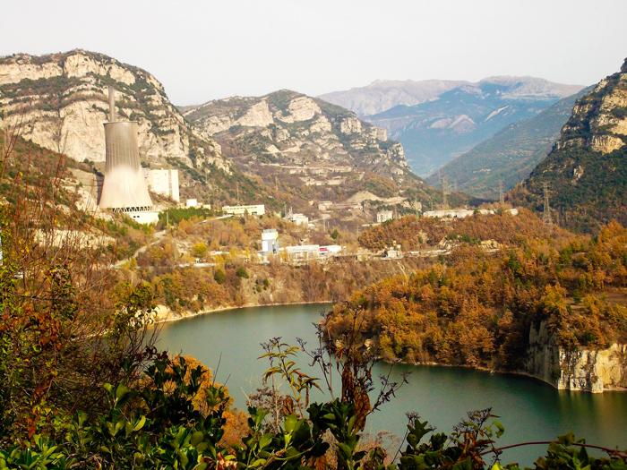 Embalse-de-la-Baells-donviajon-turismo-naturaleza-aventura-en-Cercs-catalunya-espanya