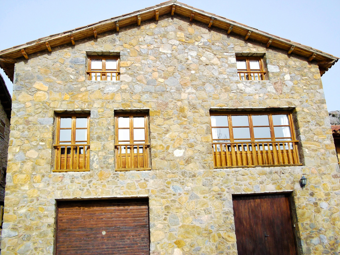 Gisclareny-donviajon-casal-del-Roser-turismo-naturaleza-aventura-catalunya-espanya