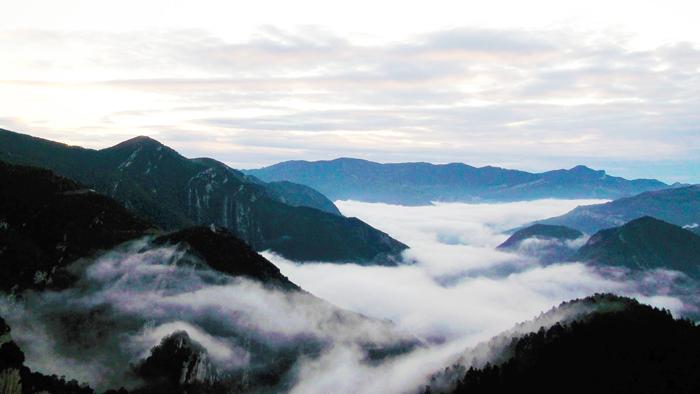 Sierras-del-Cadi-Moixero-donviajon-turismo-de-aventura-senderismo-escalada-Bergada-catalunya-espanya