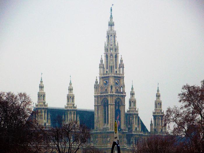 Viena-ayuntamiento-alcaldia-donviajon-arte-gotico-turismo-cultural-arquitectonico-Viena-Austria