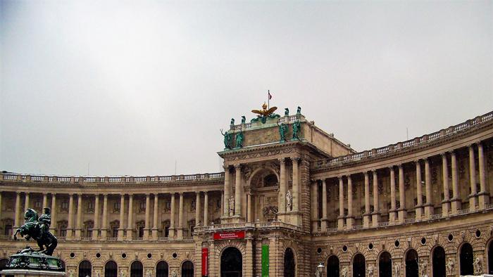 Viena-castillo-nuevo-Neue-Burg-donviajon-arte-centro-historico-turismo-cultural-Viena-invierno-Austria