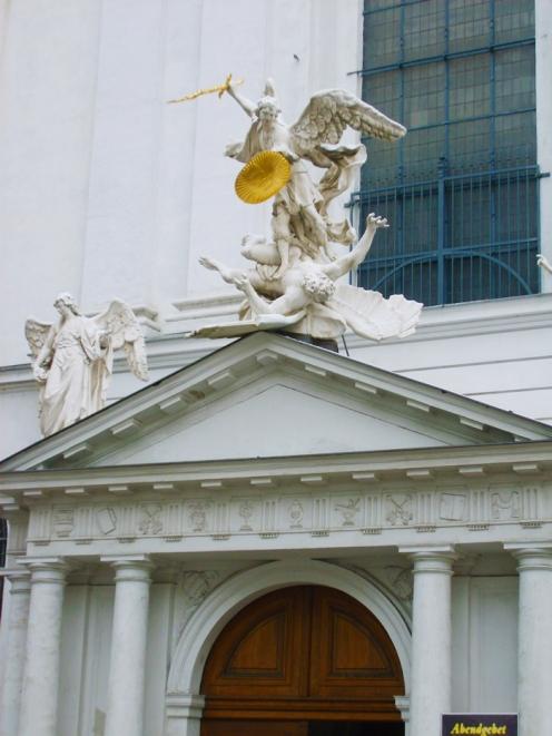 Viena-iglesia-de-San-Miguel-donviajon-turismo-religioso-cultural-arquitectonico-Viena-Austria