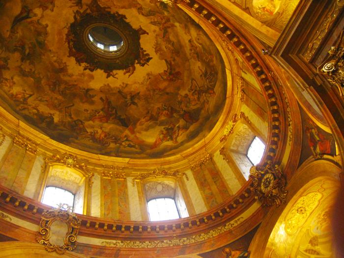 Viena-iglesia-de-San-Pedro-Peterskirche-arte-barroco-murales-donviajon-invierno-turismo-cultural-religioso-Viena-Austria