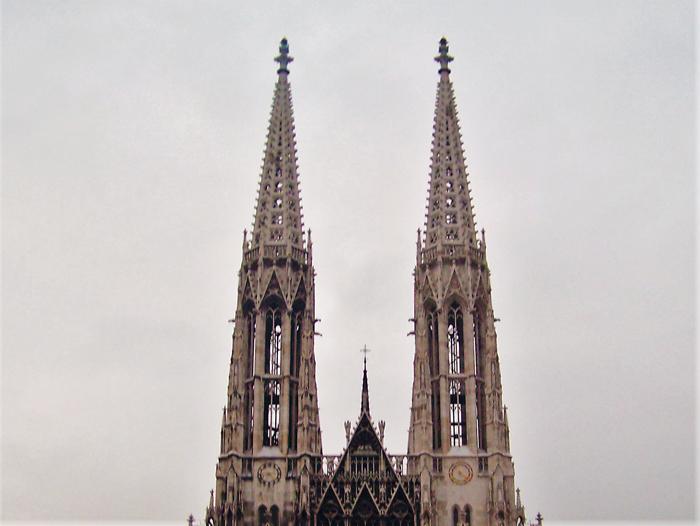 Viena-iglesia-votiva-donviajon-estilo-gotico-turismo-cultural-religioso-Viena-Austria