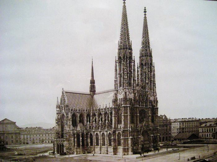 Viena-iglesia-votiva-parque-Sigmund-Freud-donviajon-turismo-cultural-religioso-aventura-Viena-Austria