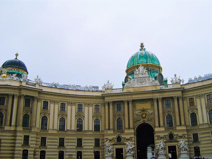 Viena-Palacio-Imperial-Hofburg-hogar-de-Sisi-donviajon-arte-barroco-turismo-cultural-danubio-Austria