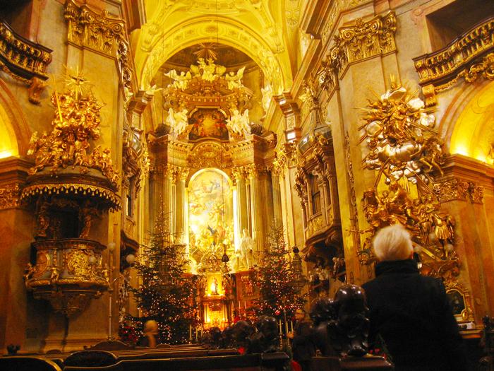 Viena-Peterskirche-iglesia-de-San-Pedro-donviajon-arte-barroco-turismo-cultural-religioso-Viena-Austria