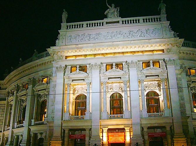 Viena-teatro-municipal-burgtheater-donviajon-turismo-cultural-Viena-Austria