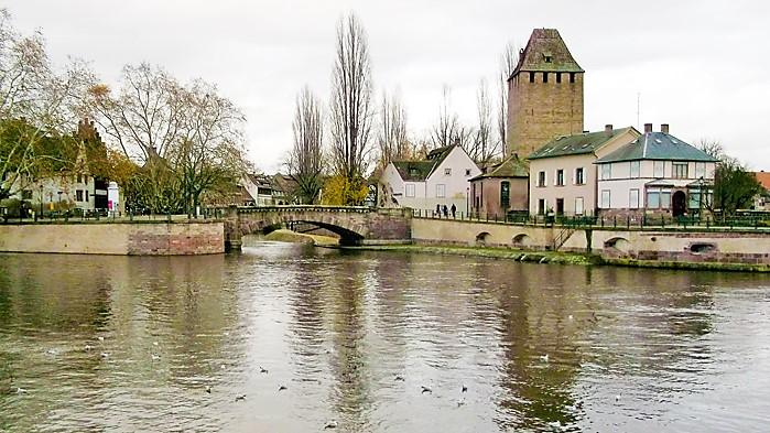 Estrasburgo-rio-Ill-donviajon-turismo-cultural-Alsacia-Francia