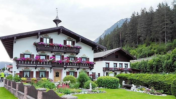 Achenkirch-arquitectura-tirolesa-donviajon-turismo-cultural-alpes-tirol-austria