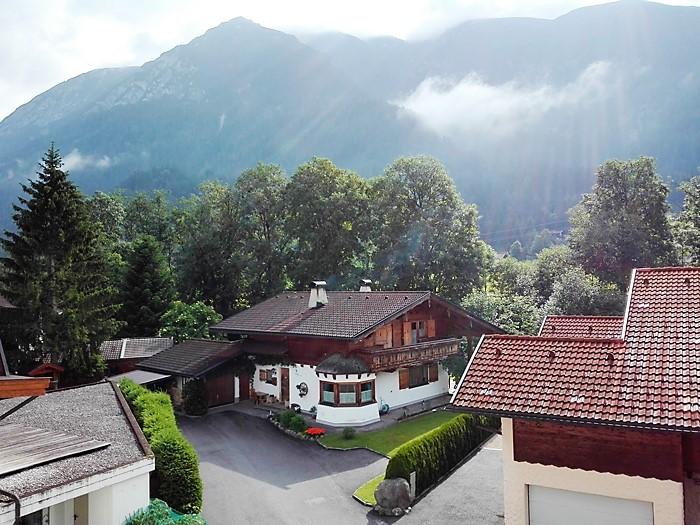 Achenkirch-casas-tipicas-del-tirol-don-viajon-turismo-aventura-naturaleza-alpes-austria
