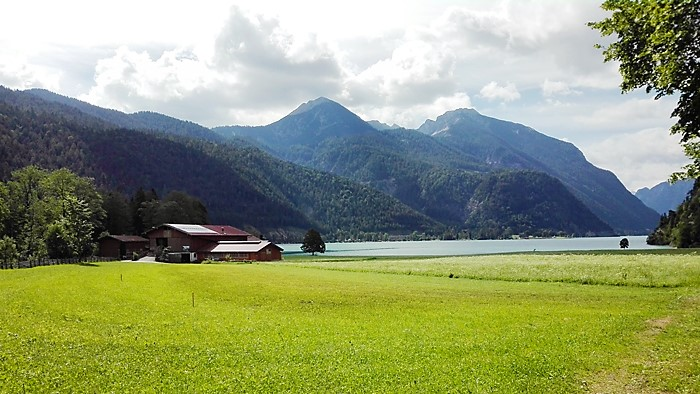 Achenkirch-pueblo-bonito-tranquilo-del-tirol-don-viajon-turismo-aventura-naturaleza-alpes-austria