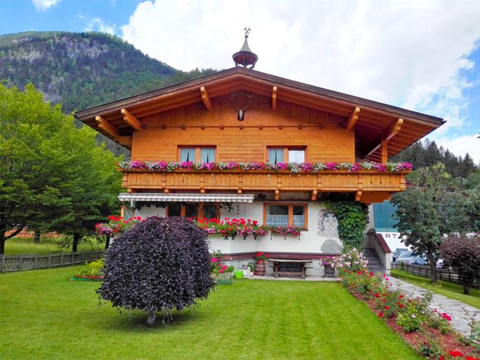 Pertisau-lago-achen-don-viajon-arquitectura-rural-turismo-naturaleza-tirol-austria