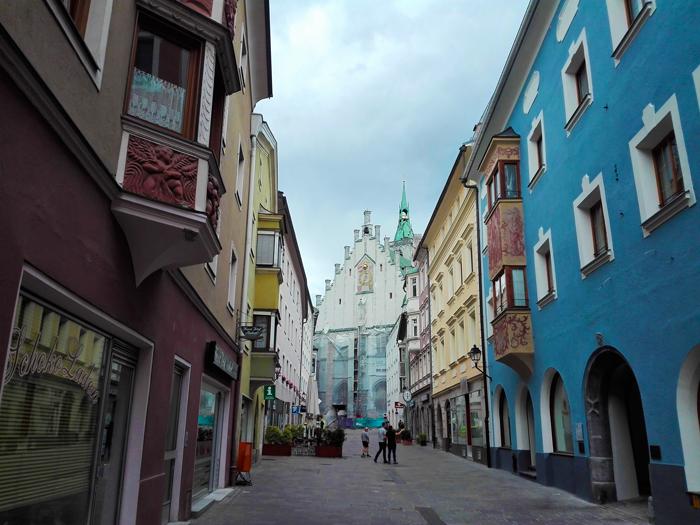 Schwaz-calle-principal-ciudad-de-plata-don-viajon-turismo-cultural-naturaleza-compras-Tirol-Austria