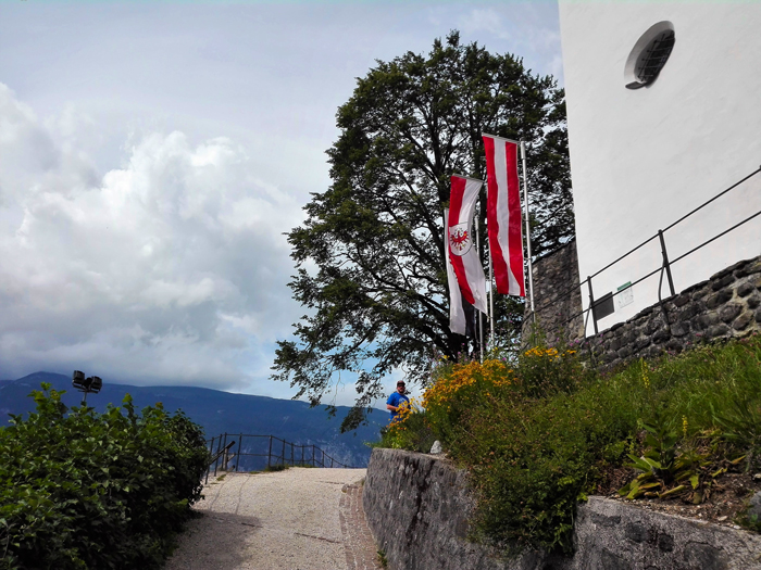 Schwaz-castillo-medieval-de-Freundsberg-don-viajon-viajando-con-pasion-turismo-cultural-naturaleza-arte-gotico-Tirol-Austria