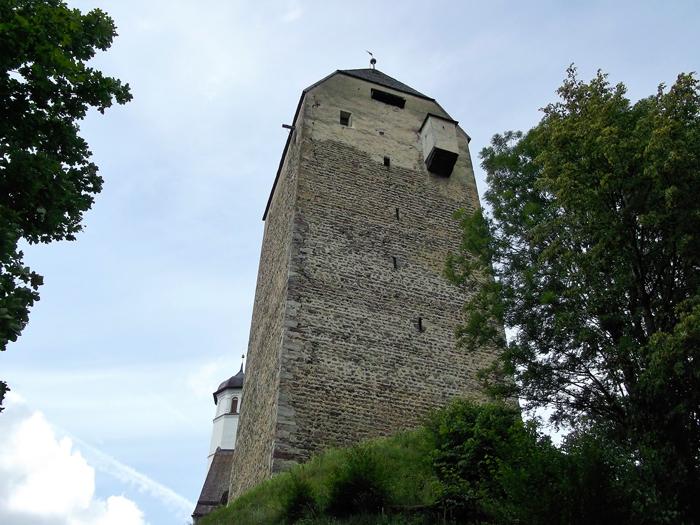 Schwaz-torre-del-castillo-de-Freundsberg-don-viajon-arte-gotico-medieval-turismo-cultural-Tirol-Austria
