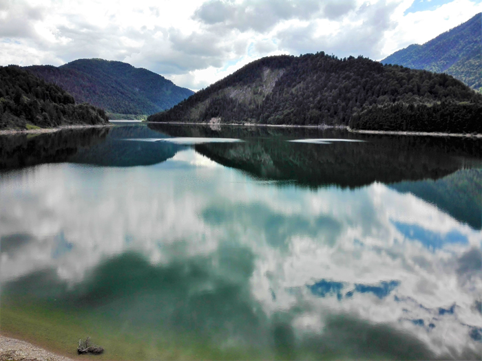 Sylvensteinspeicher-represa-don-viajon-turismo-aventura-naturaleza-en-el-Karwendel-Alta-Baviera-Alemania