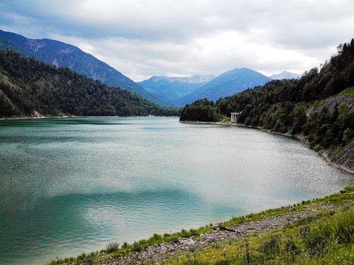 Sylvensteinspeicher-represa-rio-Isar-don-viajon-naturaleza-aventura-Karwendel-turismo-Lenggries-Baviera-Alemania