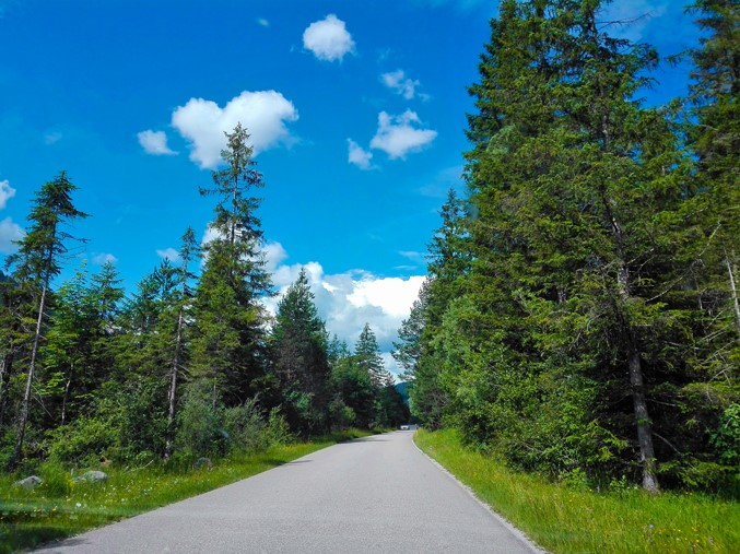 Vorderriß-donviajon-carretera-de-los-alpes-alemanes-turismo-aventura-naturaleza-Fall-Baviera-Alemania