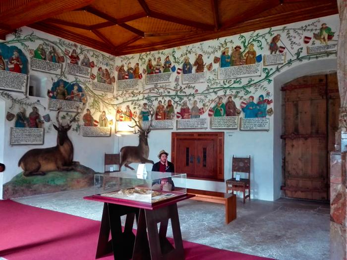 El-castillo-de-Tratzberg-arte-renacentista-medieval-don-viajon-turismo-cultural-historico-arbol-genealogico-de-los-Habsburgo-Jenbach-Tirol-Austria