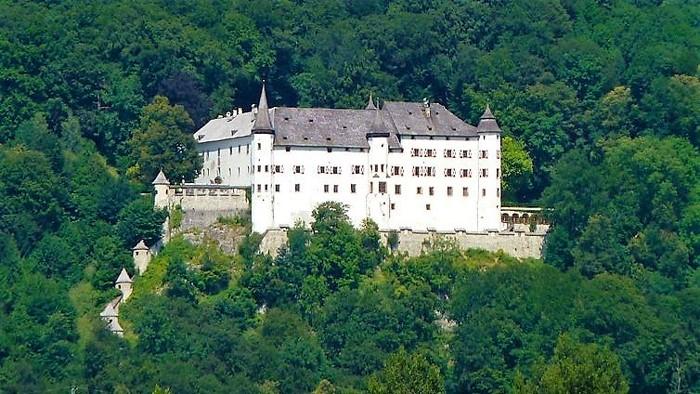 El-castillo-de-Tratzberg-en-el-Tirol-Turismo-Karwendel-Jenbach-Austria